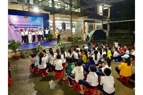 Chi đoàn Thư viện Khoa học Tổng hợp TP.HCM tham gia Chiến dịch tình nguyện Kỳ nghỉ hồng năm 2019
