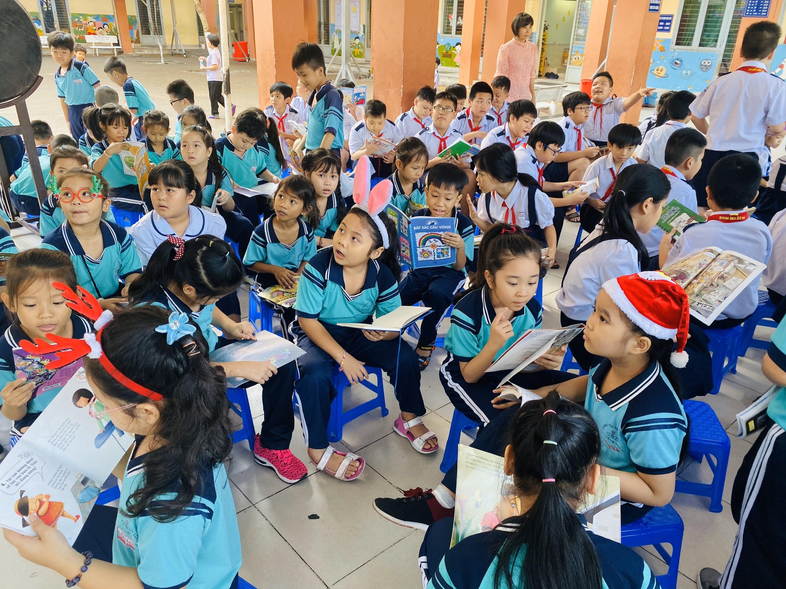 Học sinh trường tiểu học Cửu Long tham gia ngày hội văn hóa đọc